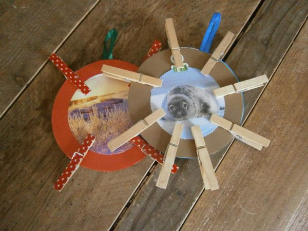 photoframe with pegs